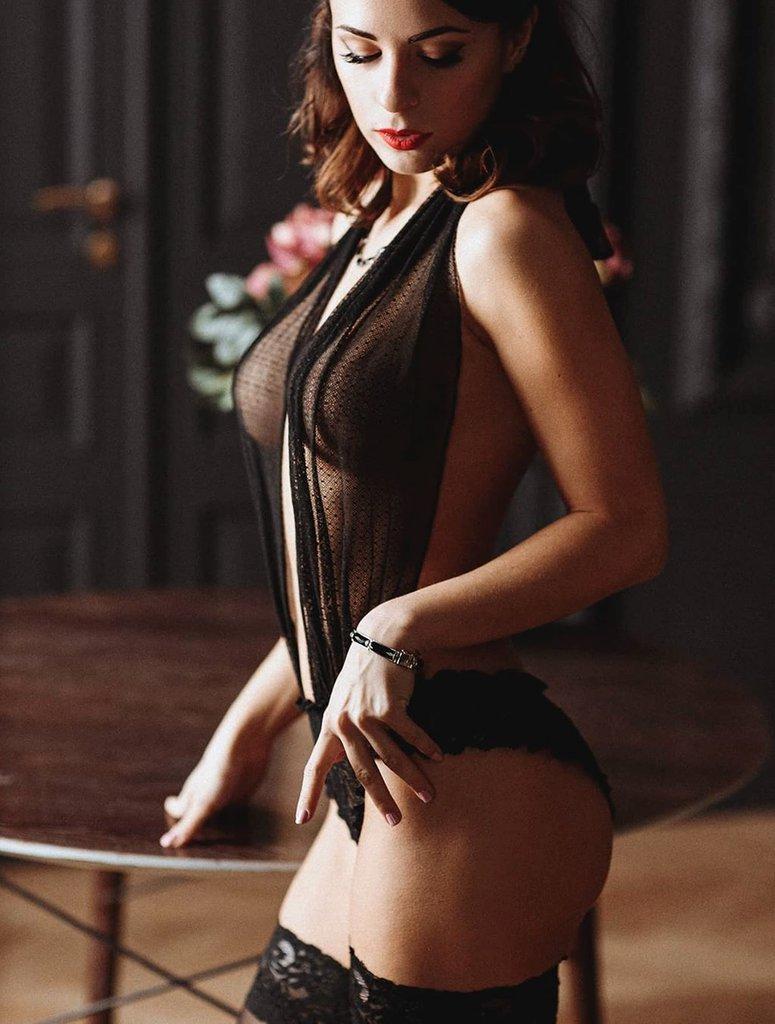 Модель из Москвы Алиса в красивом черном белье