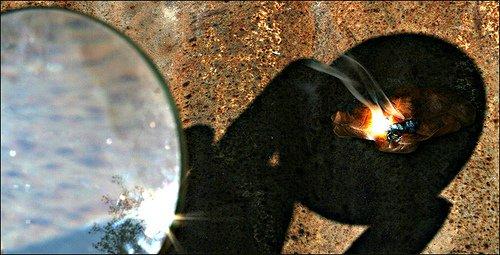как добыть огонь с помощью линзы