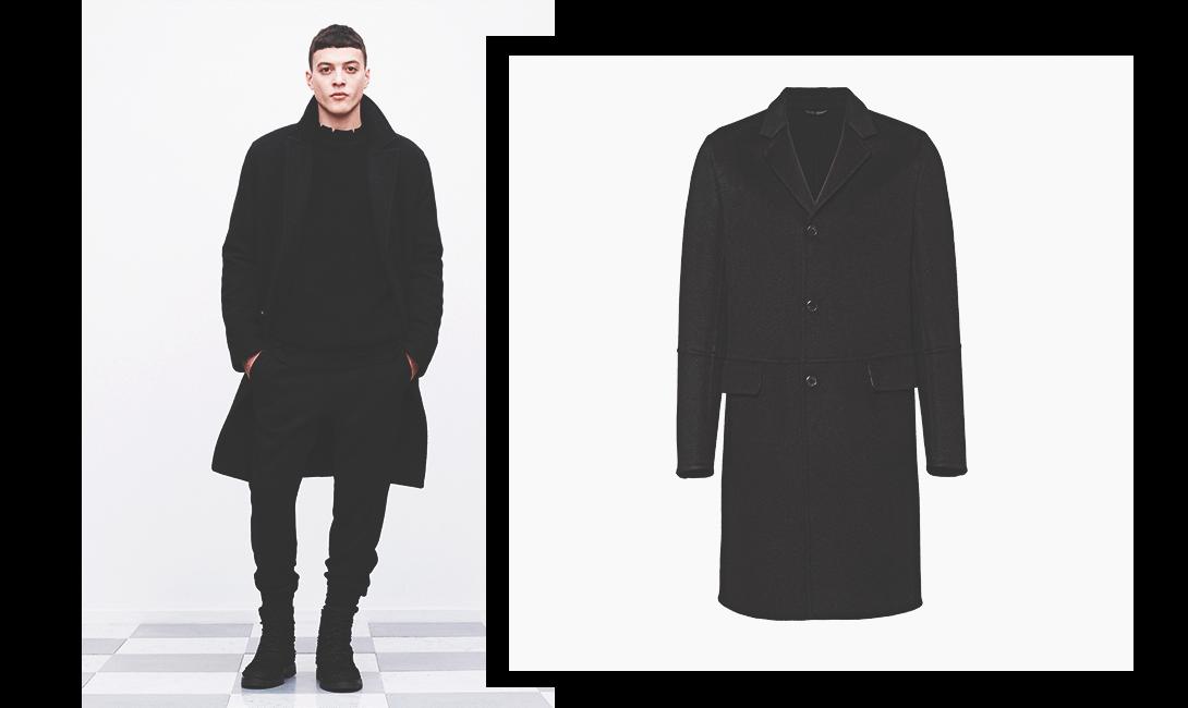 Пальто в гардеробе мужика