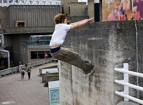 как залезть на стену, паркур для начинающих, Кэт лип, фото