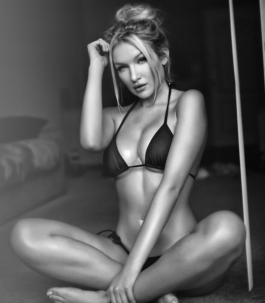 Красивые девушки в купальнике из инстаграм