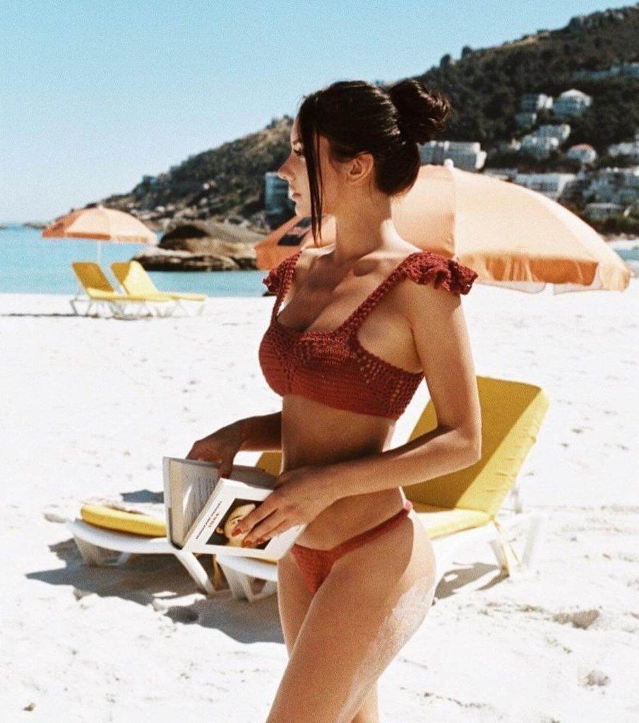 девушка из канады фото в красивом купальнике Джодеки Раду