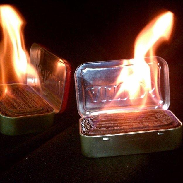 Сделай аварийную лампу из олова, картона, воска и жестяной коробки из-под леденцов